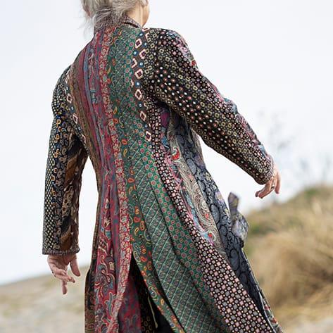 Tonnie Haarsma: jas gemaakt van zijden stropdassen